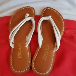 Bernardo Miami sandals size 7